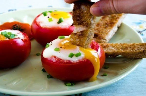 YAjtsa-v-pomidorah-1