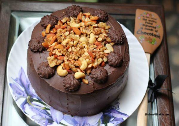 chocolate-caramel-layer-cake-665x467
