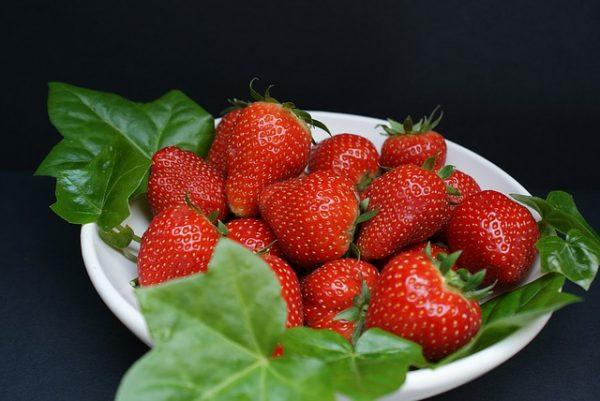strawberries-1355013_640