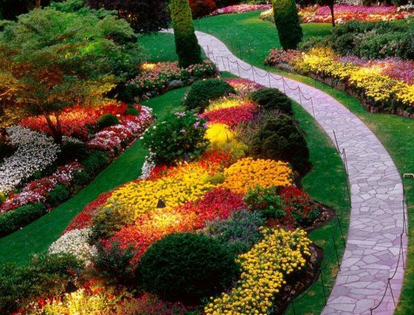 Gardening-Tips-For-Beginners-garden-landscape-design-photos-flower-garden-design-garden-landscape-1084x826-1024x780