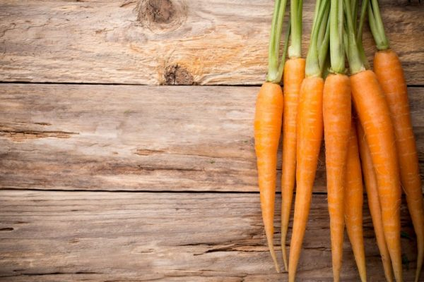 carrots-on-wood-table-1024x683