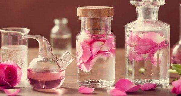 rozovaya-voda-recept-prigotovleniya-620x330