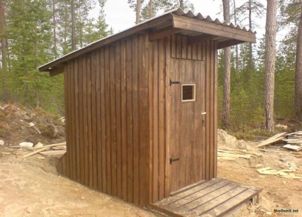 1494861434_dachniy-tualet-www.moydomik.net-foto-1