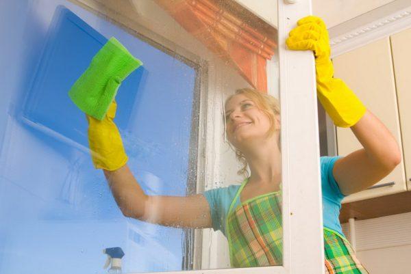 Kak-vymyt-okna-bystro-i-bez-razvodov