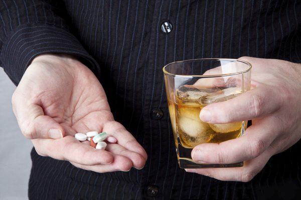 alkohol-i-antibiotiki-mozno-polza-vred