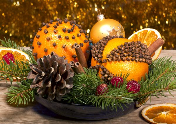 christmas-must-diy-pomanders-for-decor-and-gifts1