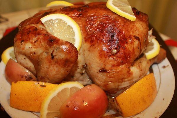 Картинки по запросу Курица, запеченная в апельсинах и яблоках