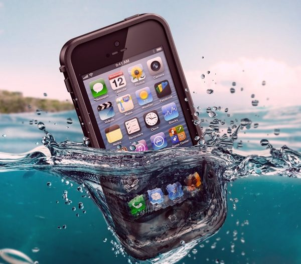 phone-and-water