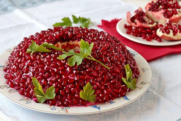 Картинки по запросу Топ 10 рецептов Новогодних салатов Гранатовый браслет