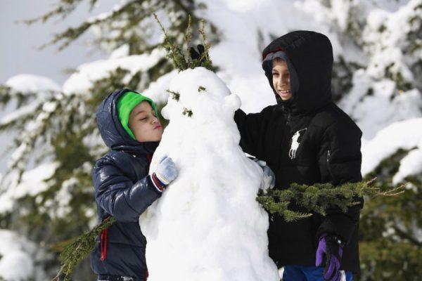 vaikai-ir-sniego-senis-63794246