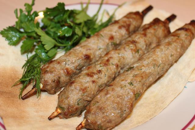 lyulya-kebab-v-duxovke-na-shpachkax