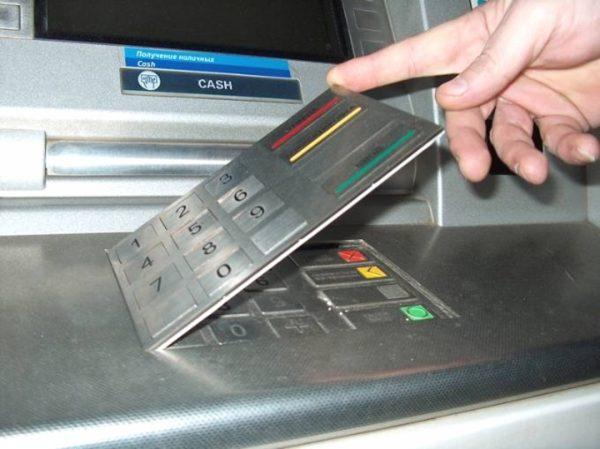 moshennicheskie-shemy-v-bankomate