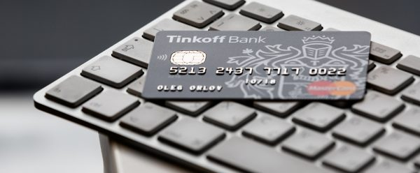 kreditnaja-karta-tinkoff-na-klaviature