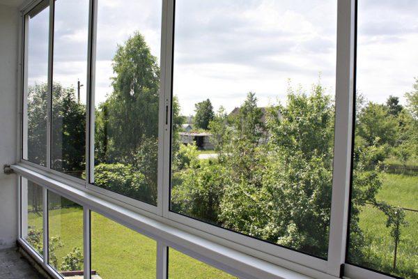 osteklenie-balkonov-alyuminievym-profilem