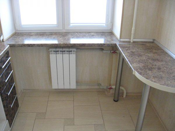 stol-podokonnik-stoleshnica-kuhne-foto-5