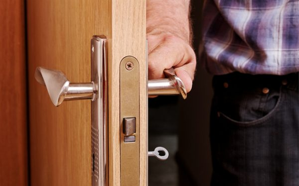 zhlopnulas-dver