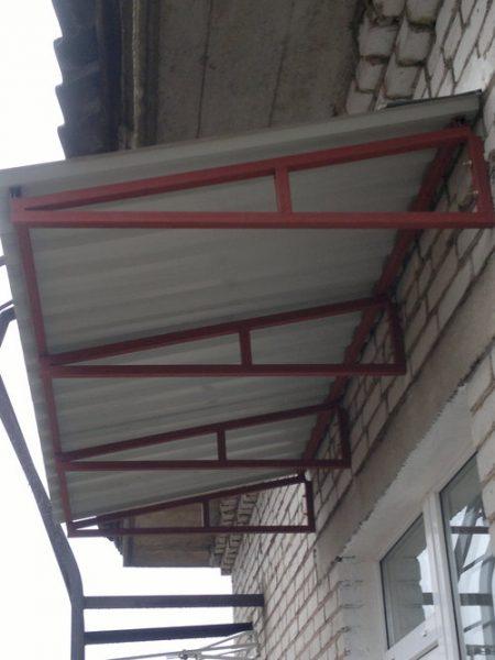 Kak-sdelat-kryshu-balkona-na-poslednem-etazhe