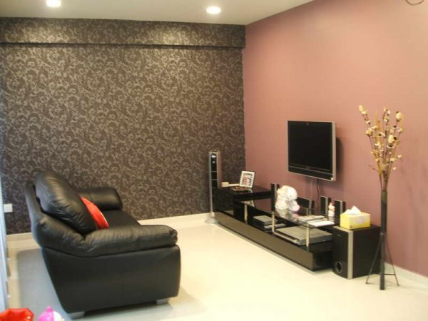 Wallpaper-for-House-Walls-With-Black-Sofa