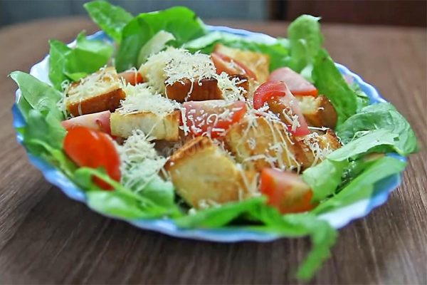 salat-cezar-klassicheskii-s-kuricei 1489990053 16 max