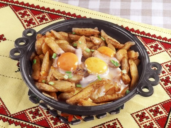 Картинки по запросу Яичница с картошкой