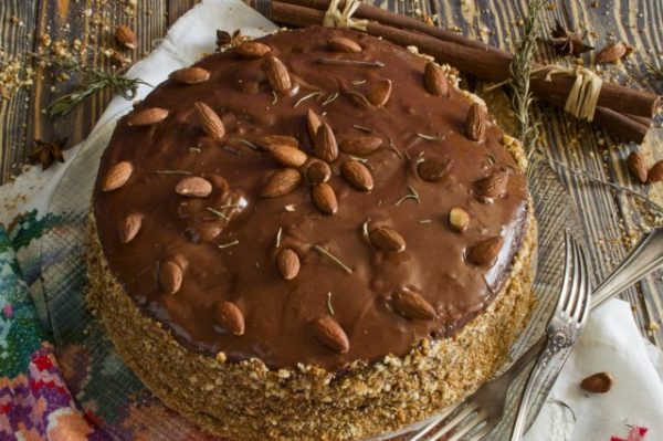 Domashnii-tort-s-kremom-iz-manki-03-640x426