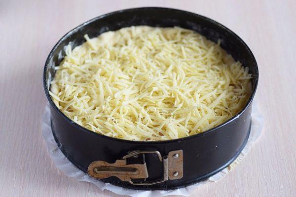 Открытый пирог с картофелем и курицей с хрустящей сырной корочкой