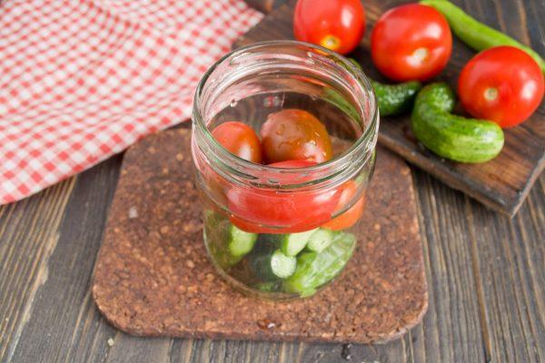 marinovannyie-ogurtsyi-s-pomidorami-06