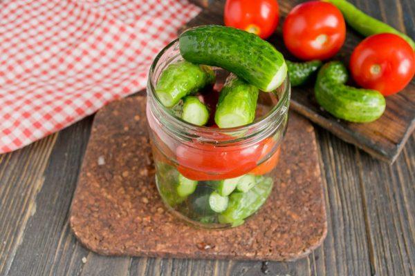 marinovannyie-ogurtsyi-s-pomidorami-07