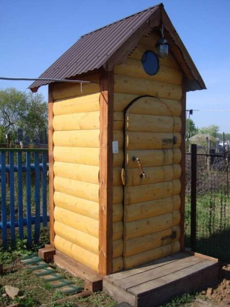 ulichnye-tualety-luchshie-varianty-dlya-dachi-10