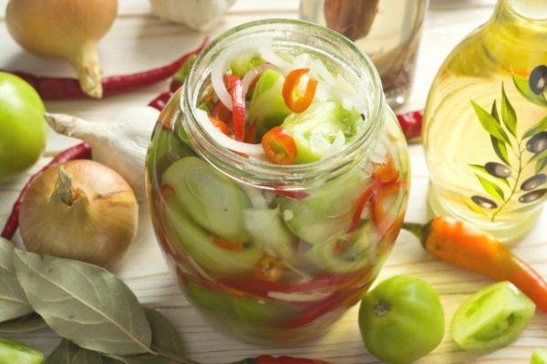 Salat-iz-zelyonykh-pomidorov-na-zimu-04-640x426