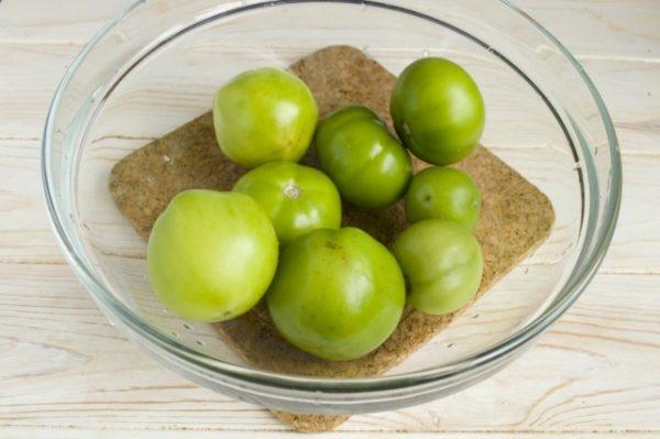 Salat-iz-zelyonykh-pomidorov-na-zimu-05-640x426