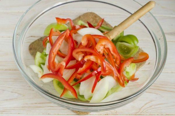 Salat-iz-zelyonykh-pomidorov-na-zimu-08-640x426