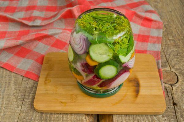 salat-na-zimu-sladkie-ogurchiki-12