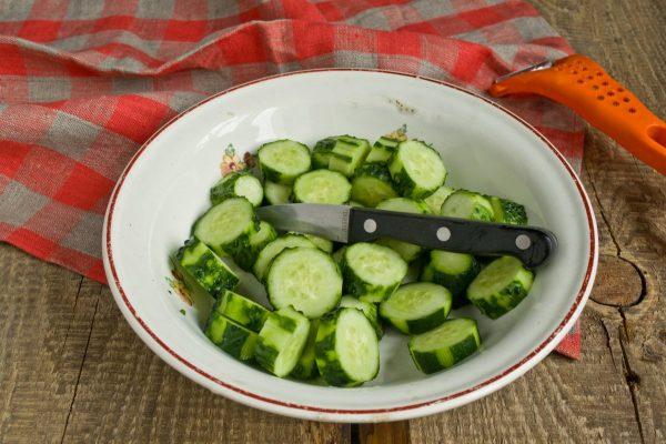 salat-na-zimu-sladkie-ogurchiki-4