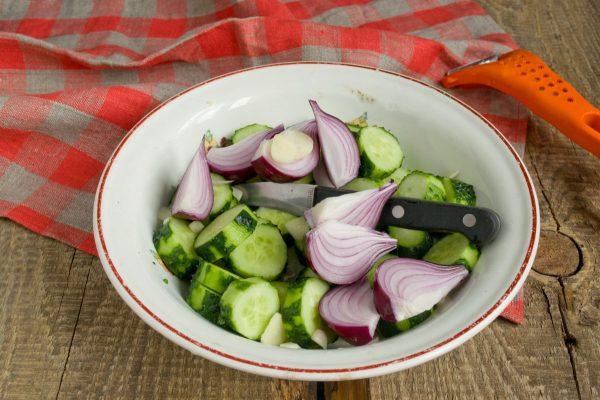 salat-na-zimu-sladkie-ogurchiki-5