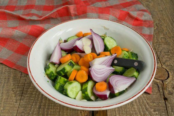 salat-na-zimu-sladkie-ogurchiki-6