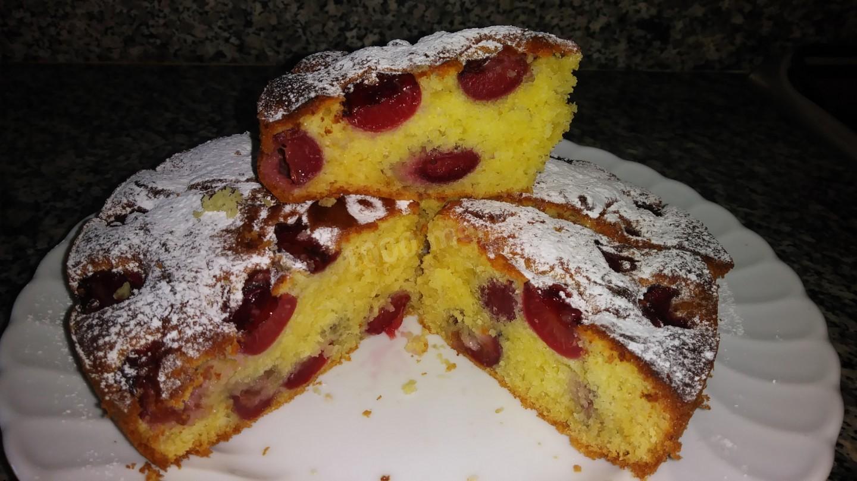 Картинки по запросу Бисквитный пирог с вишней без сливочного масла