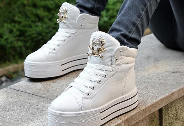 Отстирываем белые кроссовки: советы, которые вам точно пригодятся