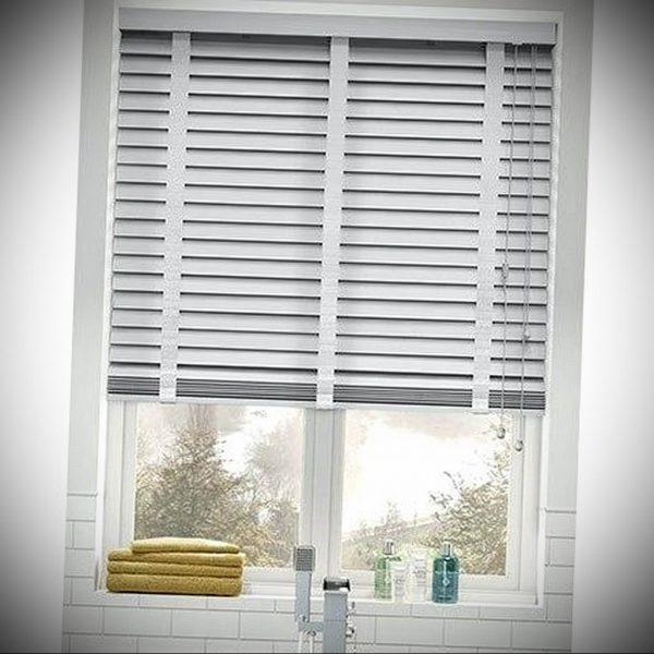 zhalyuzi-na-plastikovye-okna-19 09 2019-031-blinds-on-plastic-windows-in-design-foto ru