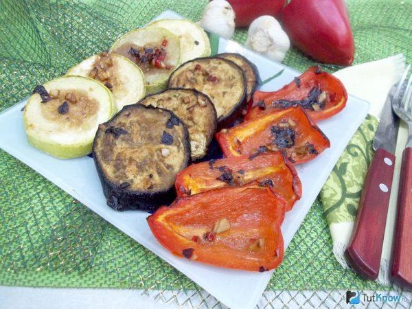 Овощи в духовке: пошаговый рецепт из баклажанов, кабачков и ...