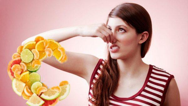 Пот пройдет — витамин С спасет. Врач рассказал, как избавиться от ...