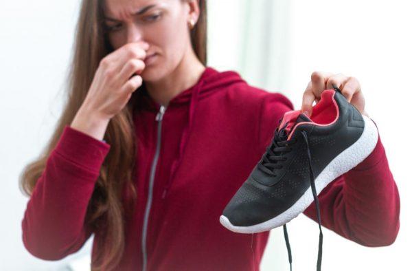 Избавиться от неприятного запаха обуви возможно. Расскажу вам о 5 ...