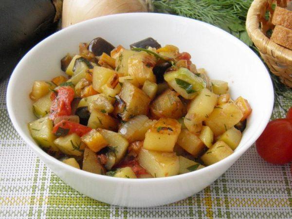 ovoshchnoe-ragu-kabachki-baklajany-kartofel 1438544527 0 max
