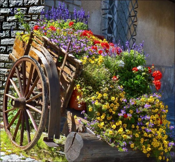 Декоративная телега для сада своими руками фото !