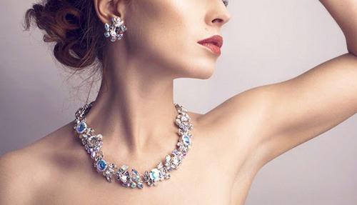 Особенности покупки ювелирных украшений в подарок